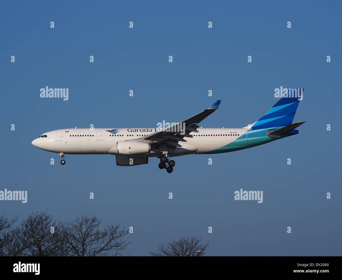 PK-GPQ Garuda Indonesia Airbus A330-243 - cn 1410, landing on Schiphol, pic-3 - Stock Image