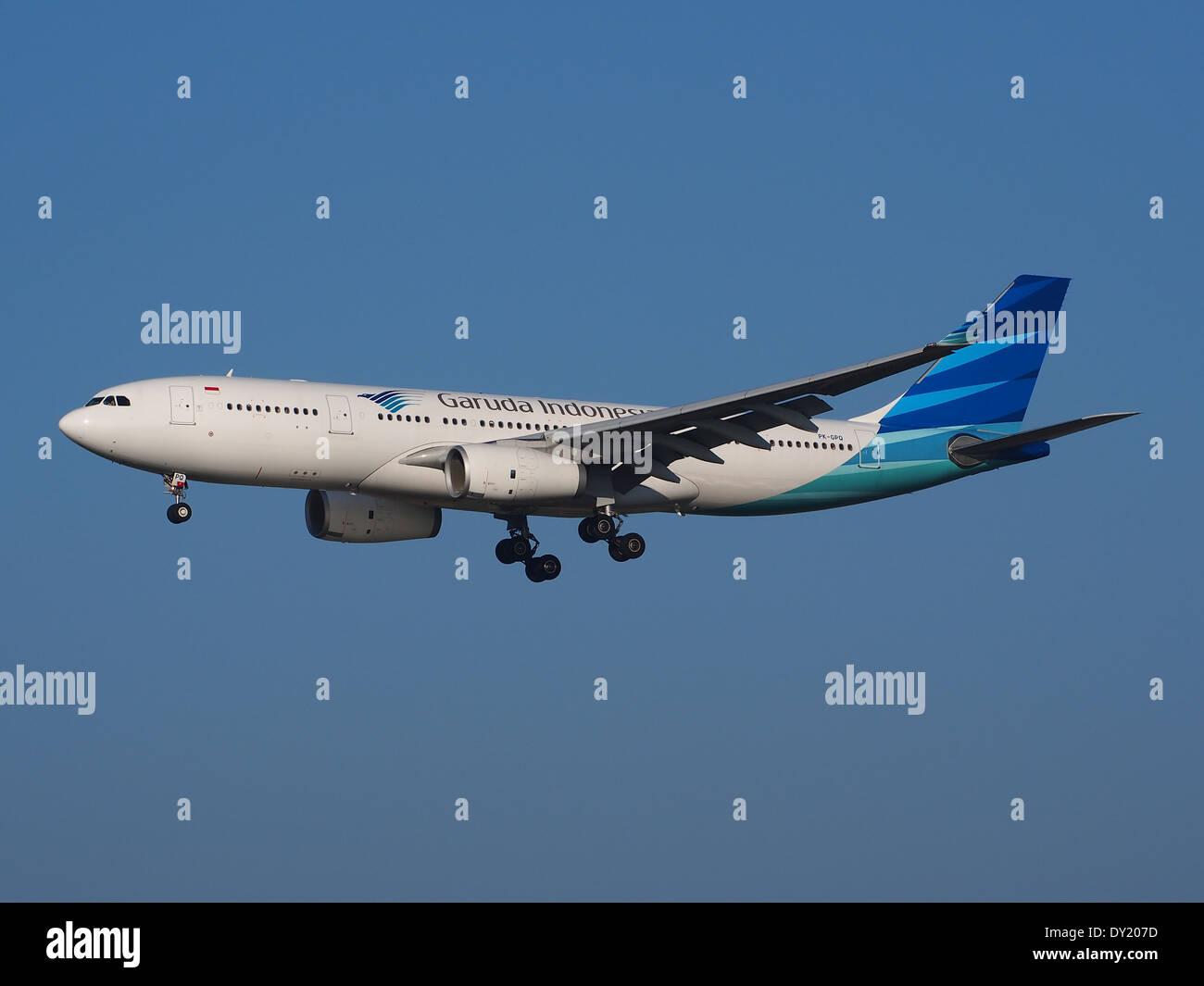 PK-GPQ Garuda Indonesia Airbus A330-243 - cn 1410, landing on Schiphol, pic-2 - Stock Image