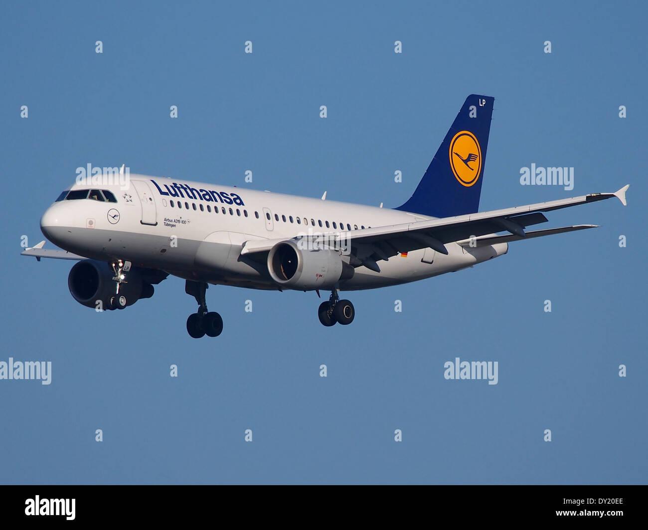 D-AILP Lufthansa Airbus A319-114, landing at Schiphol (AMS - EHAM), Netherlands, pic2 - Stock Image
