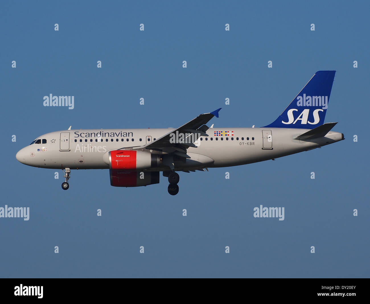 OY-KBR SAS Scandinavian Airlines Airbus A319-131, landing on Schiphol, pic-2 - Stock Image