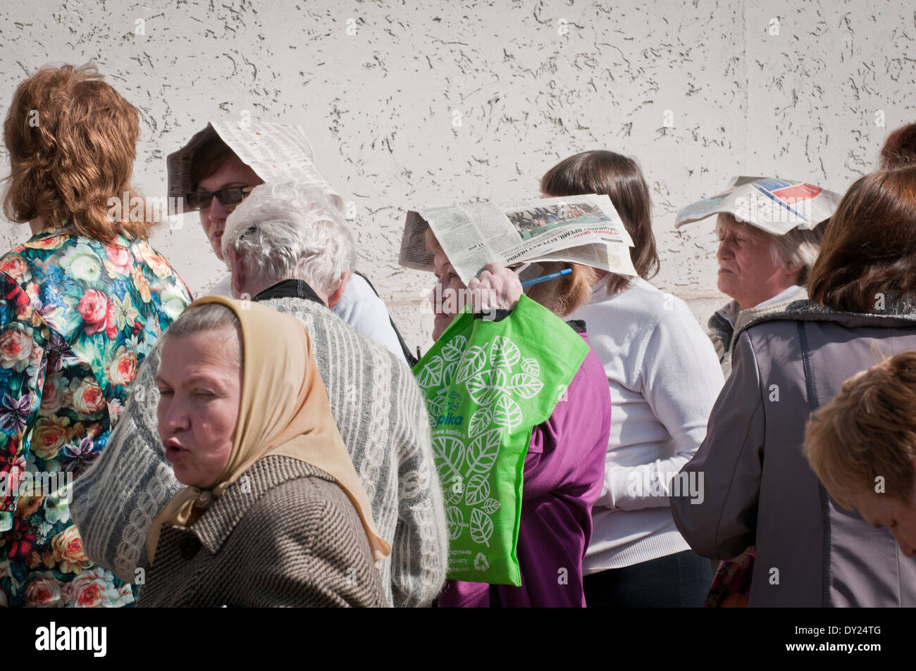 25.03.2014 People - mostly Russians - stands in a long queue to get a Russian passport (identity card) in Yevpatoria - Stock Image