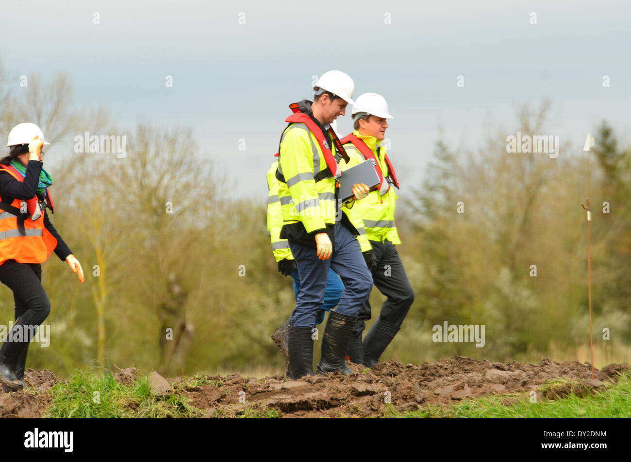 Burrowbridge, Somerset, UK . 04th Apr, 2014. Prime Minister David Cameron at the dredging site that is helping to clear the river Parrett at Burrowbridge in the UK. Credit:  Robert Timoney/Alamy Live News Stock Photo