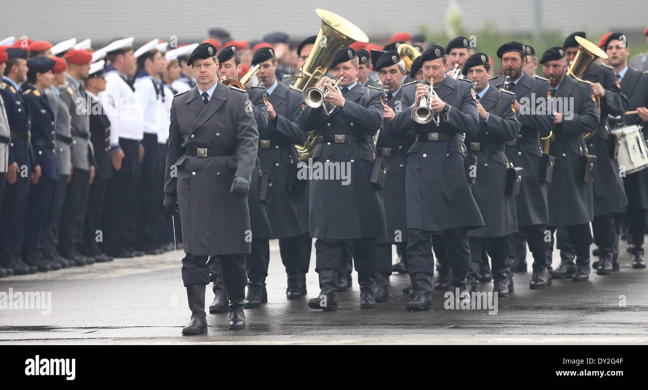 Soldiers of the infantry music corps Hanover arrive during the handover of command ceremony of the Bundeswehr logistics Stock Photo