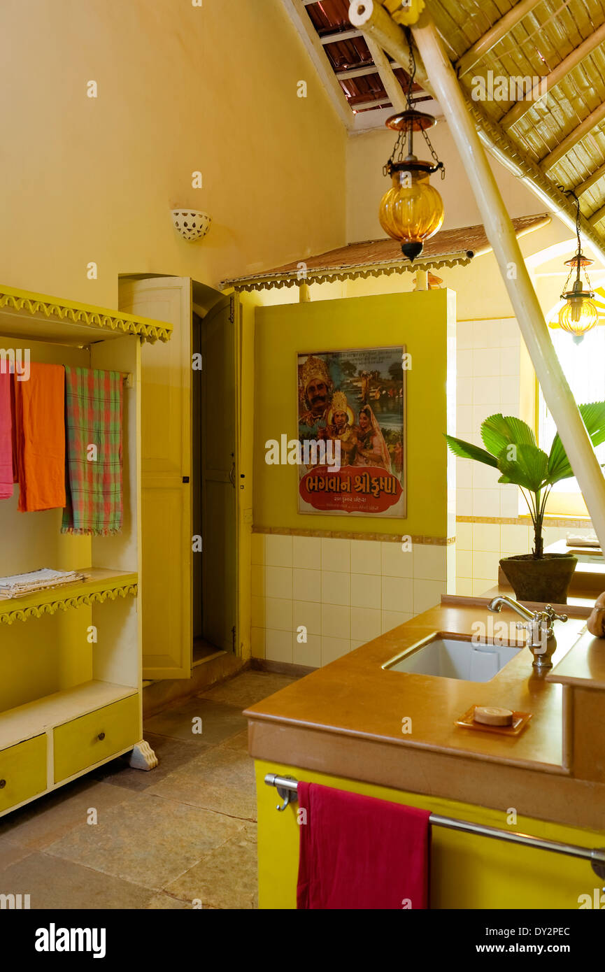 Bathroom with painted furniture in Goan home - Stock Image