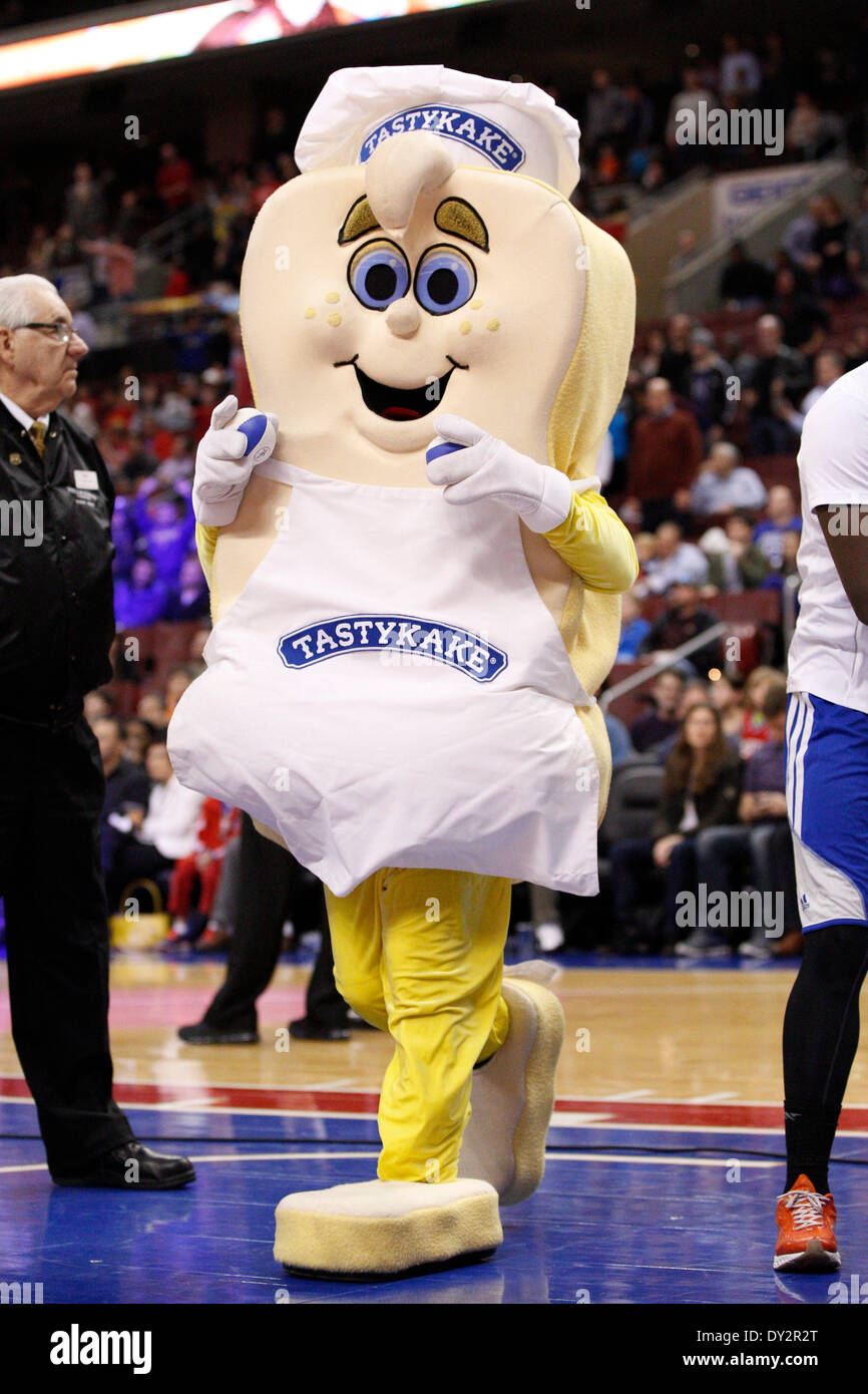 April 2, 2014: The Tastykake mascot in action during the NBA game between the Charlotte Bobcats and the Philadelphia 76ers at the Wells Fargo Center in Philadelphia, Pennsylvania. The Bobcats won 123-93. Christopher Szagola/Cal Sport Media - Stock Image