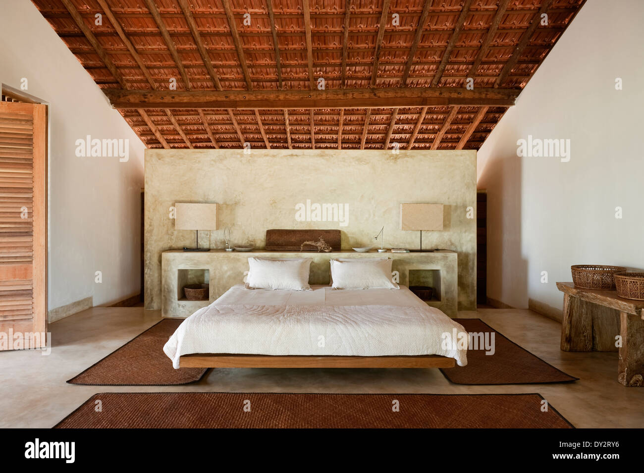 Beamed bedroom of Goan beach house retreat, India - Stock Image