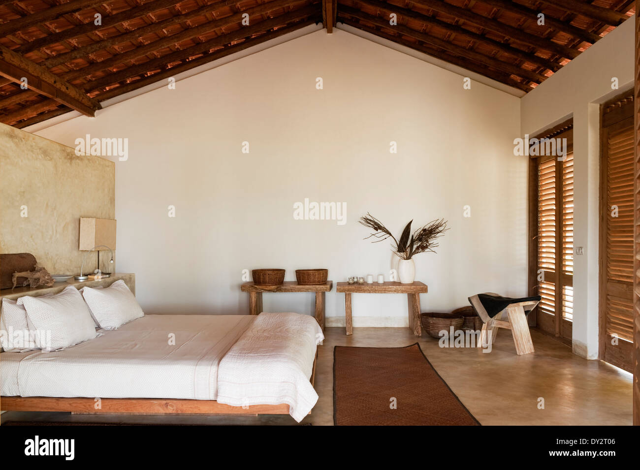 Beamed bedroom of Goan beach house, India - Stock Image