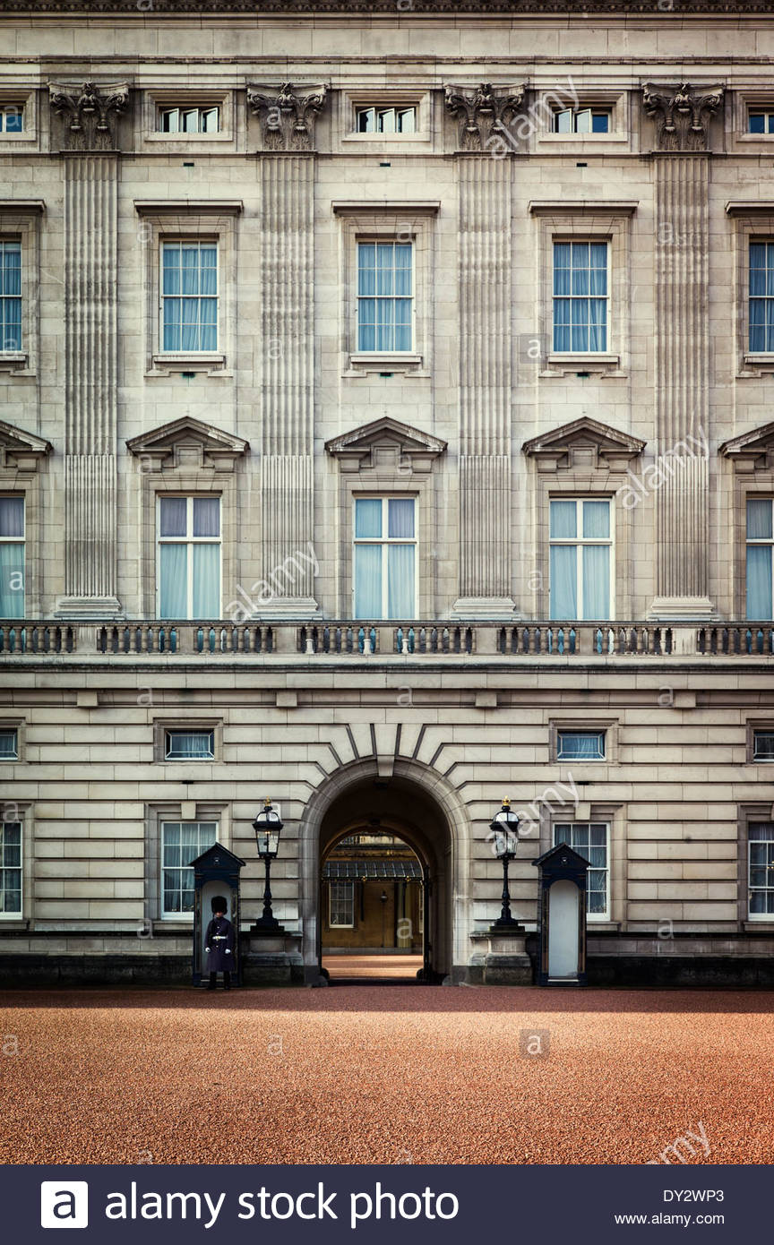 A guard stands at attention outside of Buckingham Palace, the official London residence and principal workplace of the British m - Stock Image
