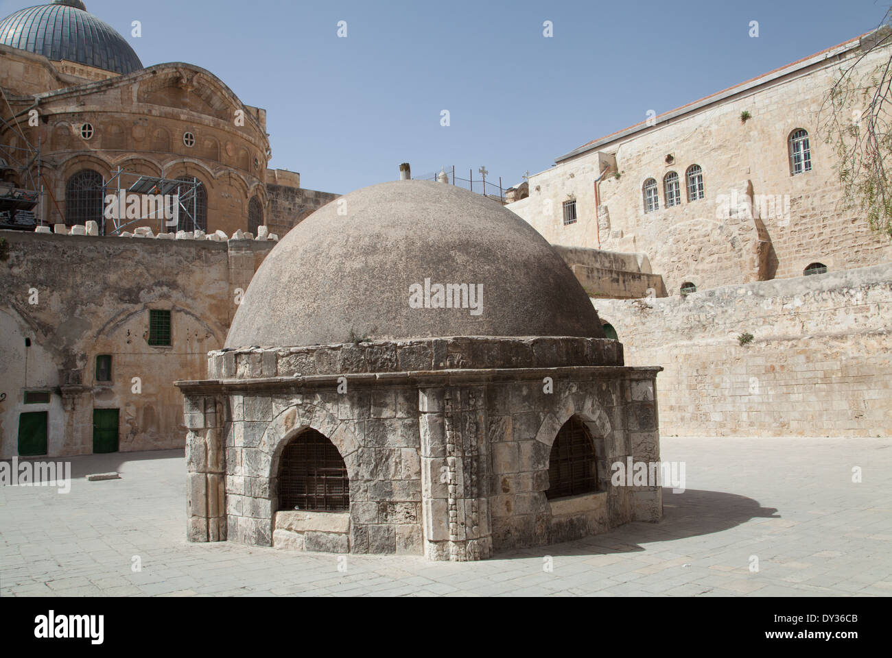 Ethiopian chapel with Church of Holy Sepulchre at Golgotha, Jerusalem, Israel. - Stock Image