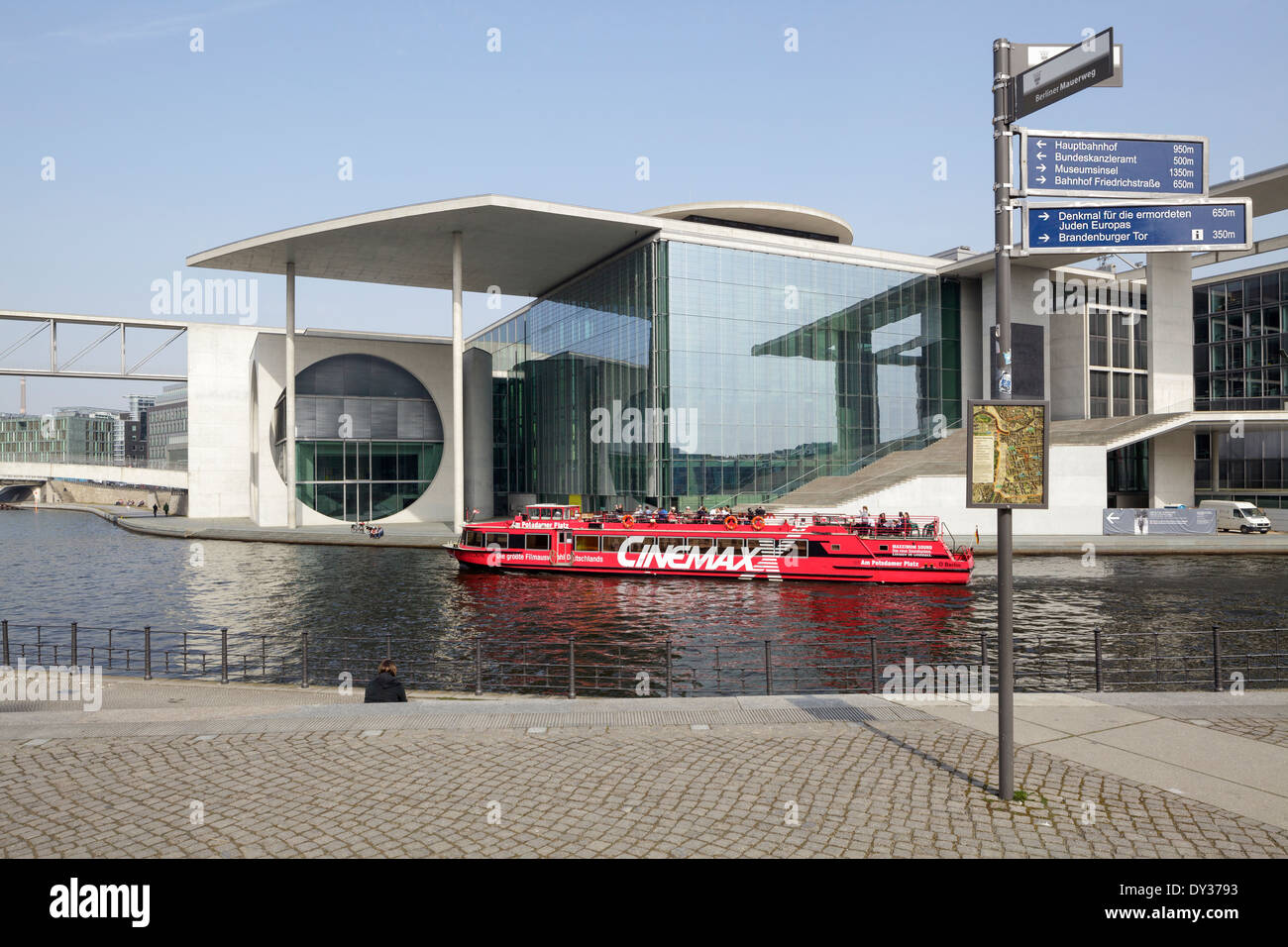New Government Buildings River Spree Stock Photos & New Government ...