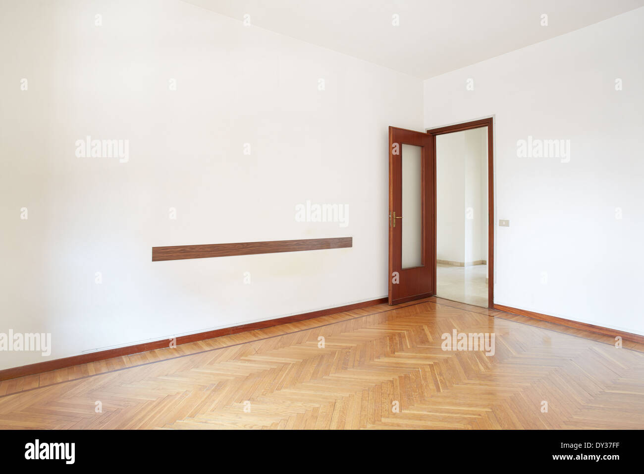 Empty room with parquet in normal apartment - Stock Image