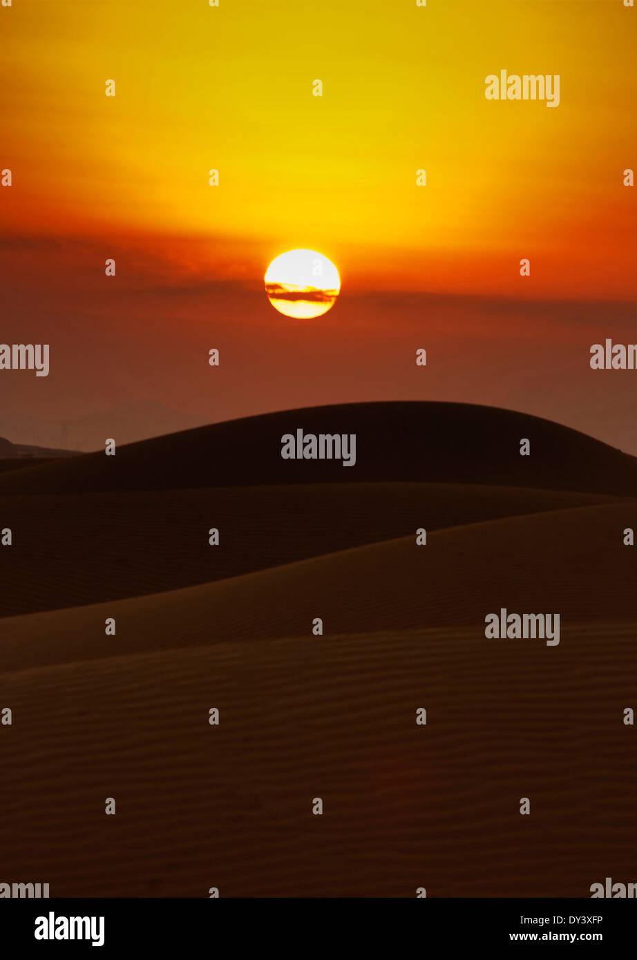 Beautiful sand dunes in Dubai desert - Stock Image