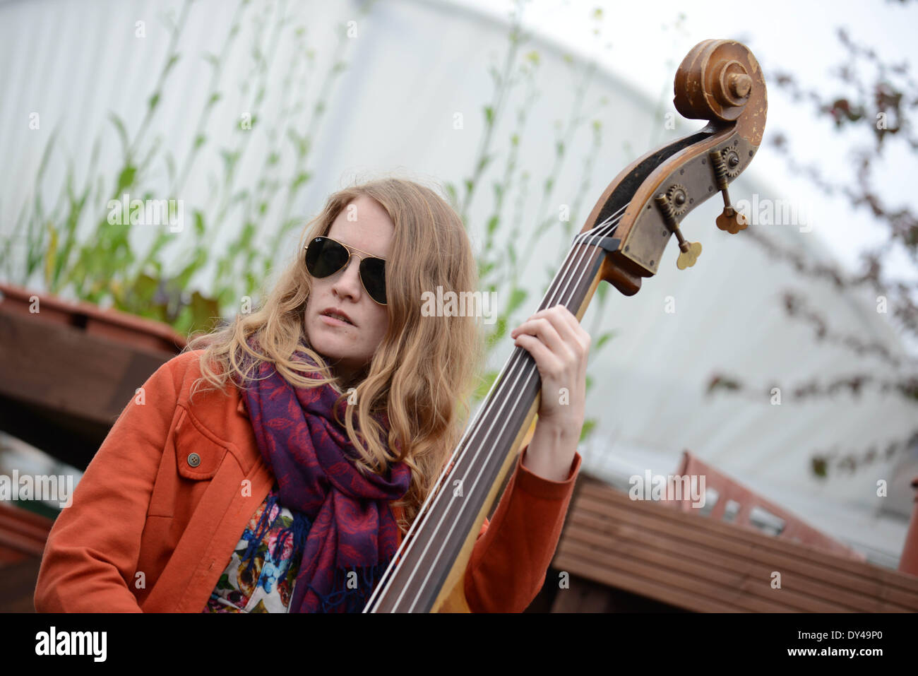 London, UK. 06th Apr, 2014. Musician preforms live at The Oxford and Cambridge 'Goat Race' at the Spitalfields City Farm in London. Credit:  See Li/Alamy Live News - Stock Image