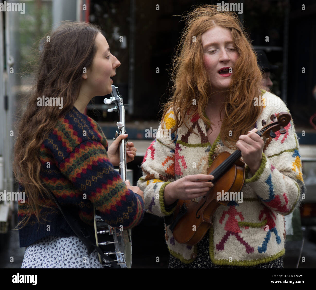 two female street musicians London. London buskers - Stock Image
