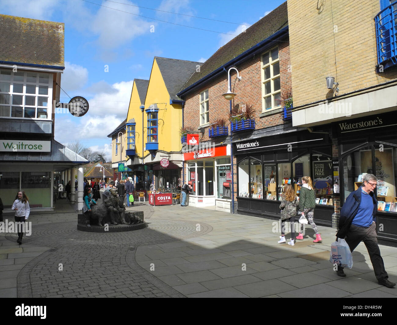 Petersfield in Hampshire Hants street scene - Rams Walk is a beautifully maintained shopping mall in the center of Petersfield. - Stock Image