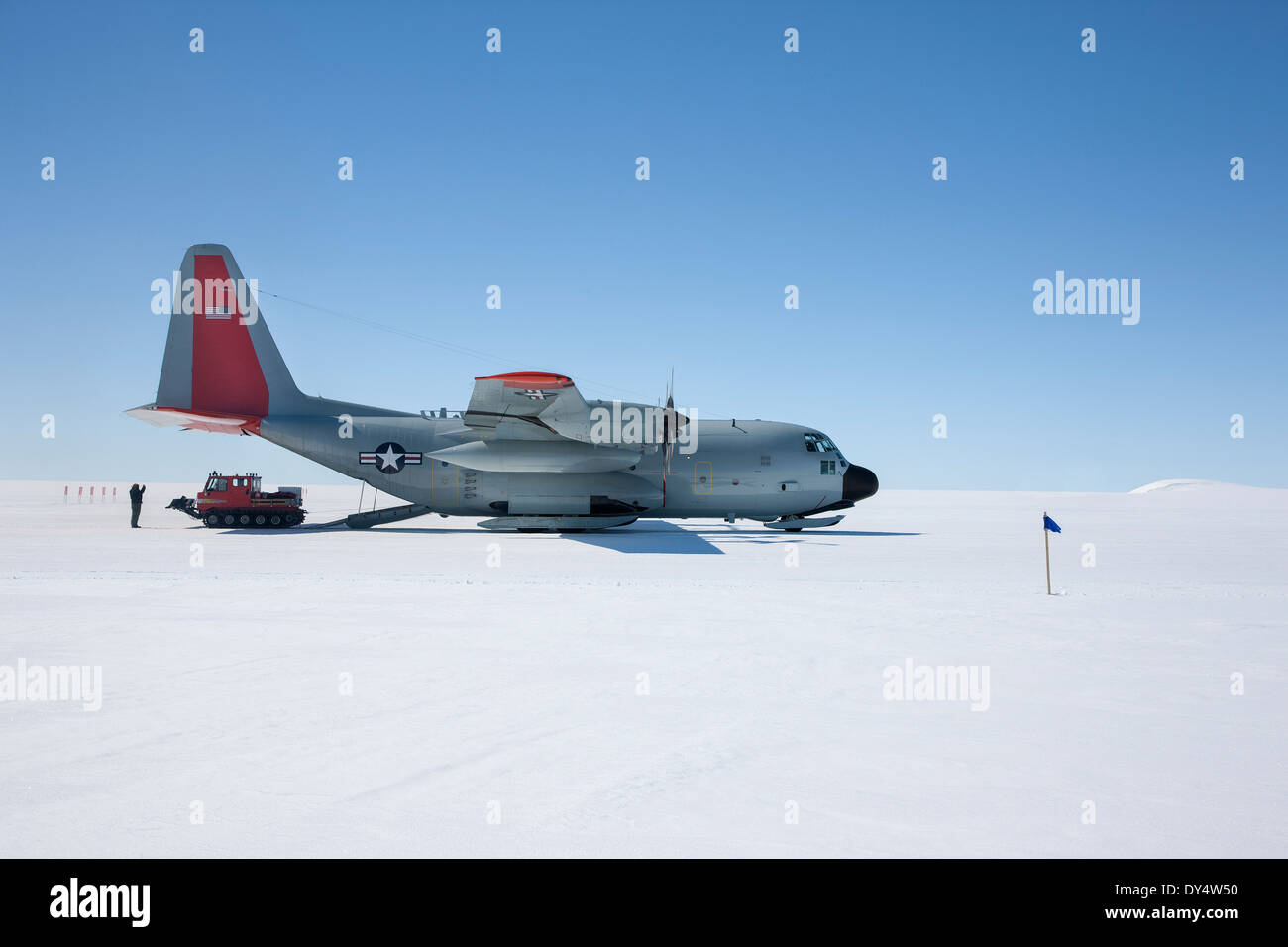 NY Air National Guard delivers scientists and supplies to Camp Raven to aid the study of Global Warming - Stock Image