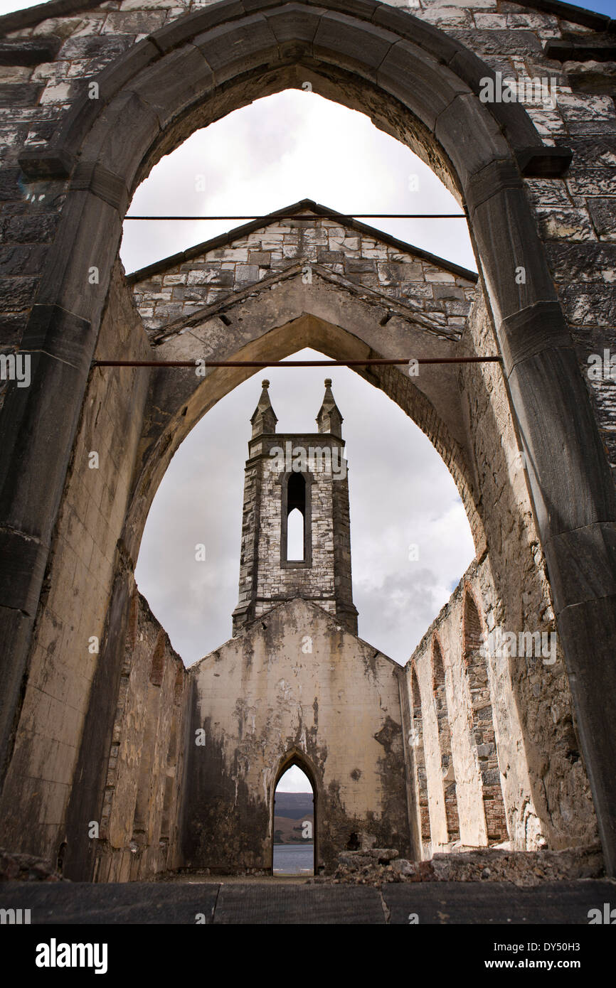 Ireland, Co Donegal, Dunlewey, roofless abandoned Glenveagh Estate Protestant Church - Stock Image