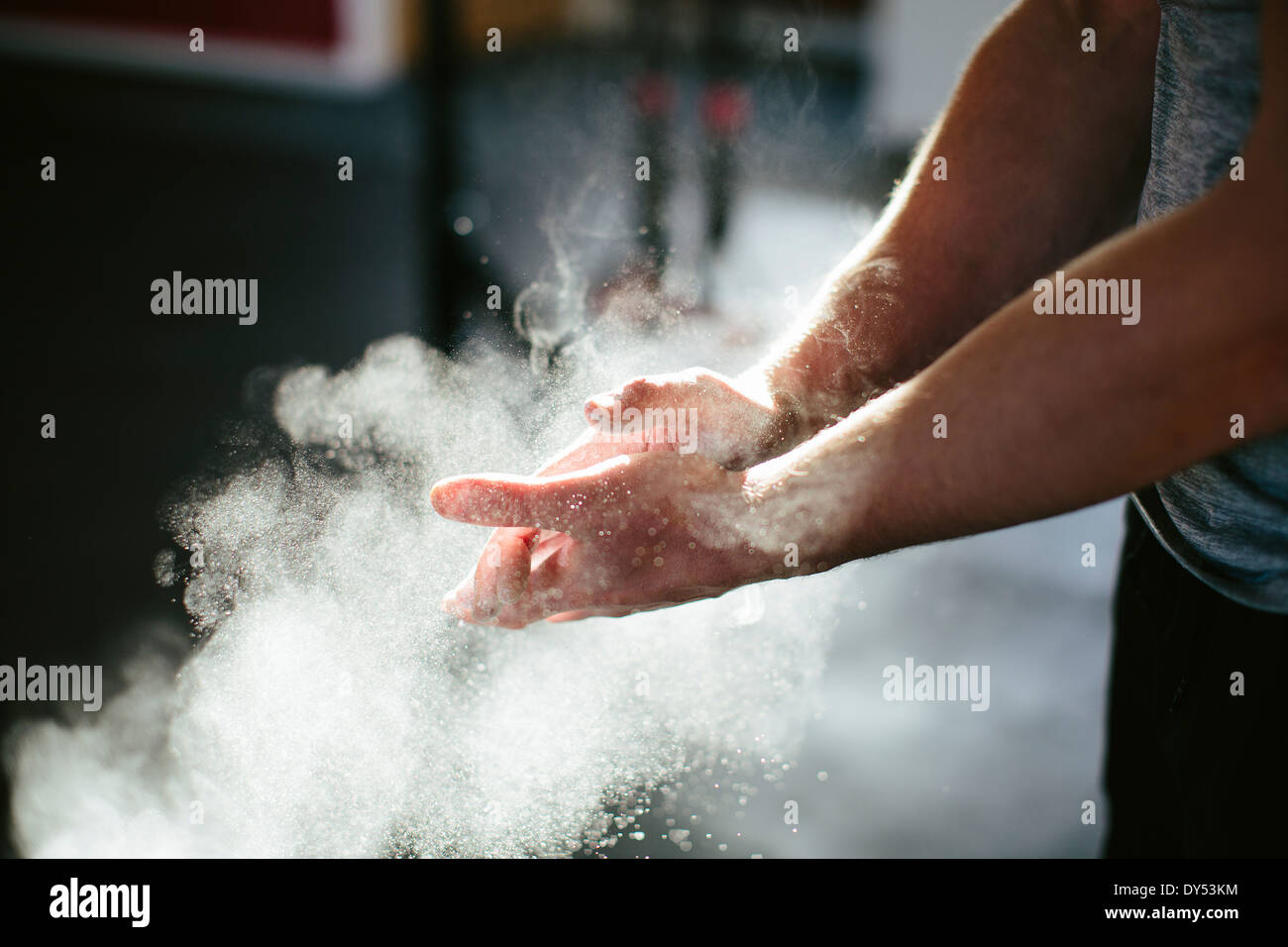 Man putting chalk on his hands - Stock Image