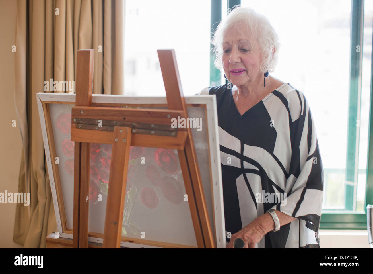 Senior women painting art canvas in retirement villa - Stock Image