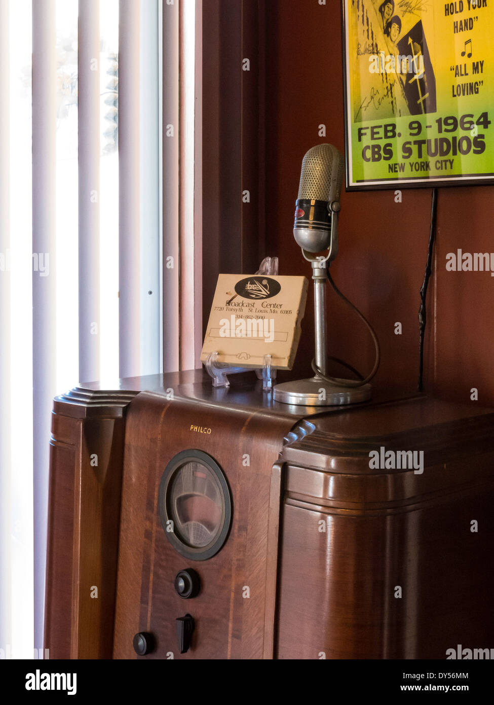 Antique Radio Cabinet and Microphone, Residential House, USA - Antique Radio Cabinet And Microphone, Residential House, USA Stock
