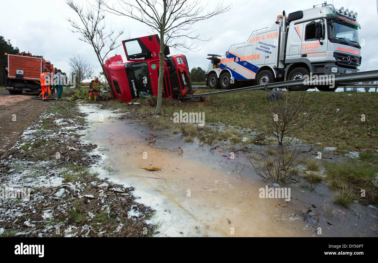 Woebbelin Germany 07th Apr 2014 Salvage Specialists Work On An