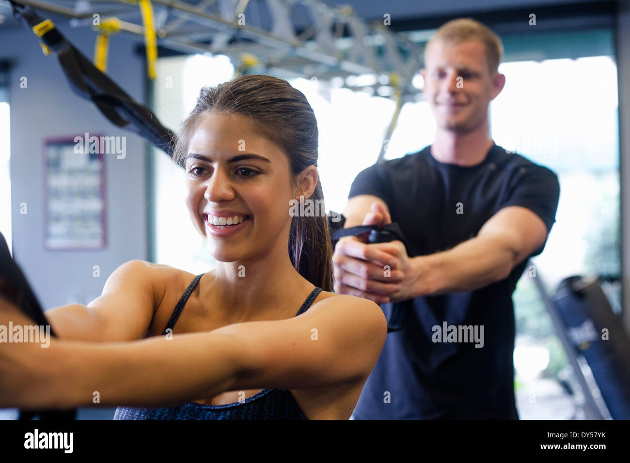 Couple working out in gym - Stock Image
