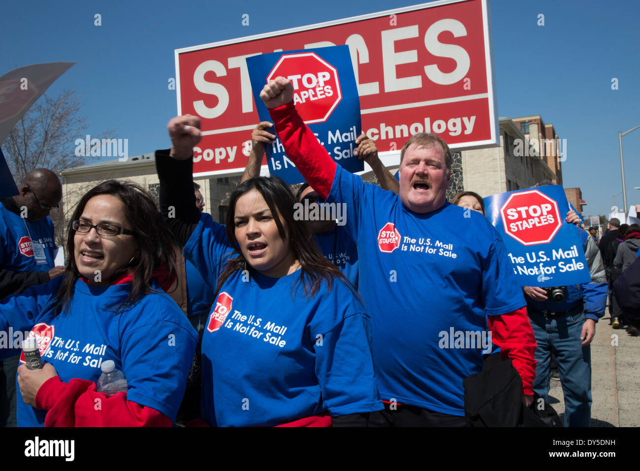 Union members picket Staples office supply store to protest plans to privatize post office services. - Stock Image