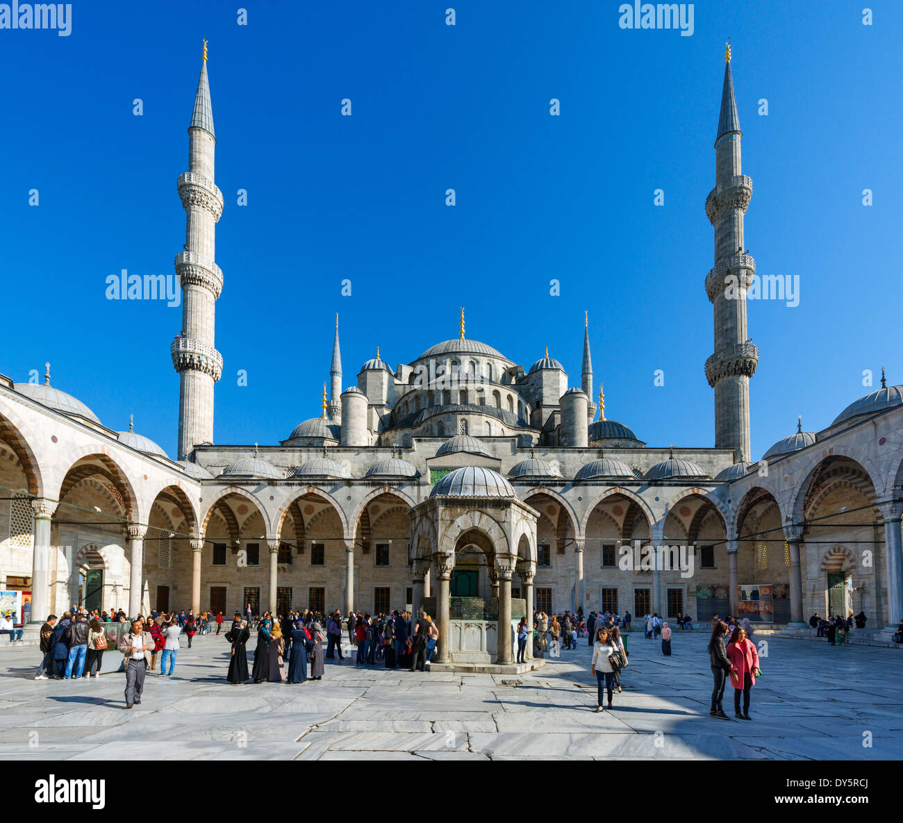 Istanbul. Courtyard of the Blue Mosque (Sultanahmet Camii), Sultanahmet district, Istanbul,Turkey - Stock Image