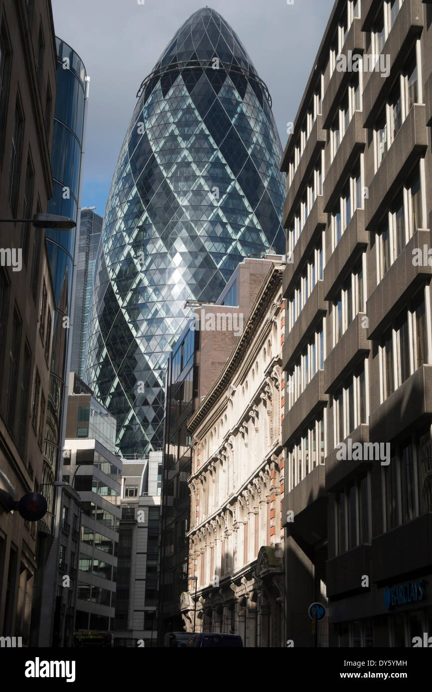 View of St. Mary Axe (the Gherkin), the City of London, EC3, England, United Kingdom, Europe - Stock Image