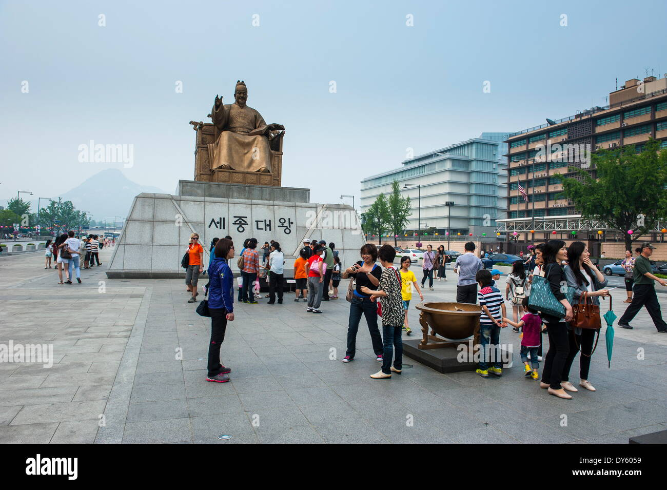 Admiral Yi sun-sin statue in the Gyeongbokgung palaca, Seoul, South Korea, Asia - Stock Image