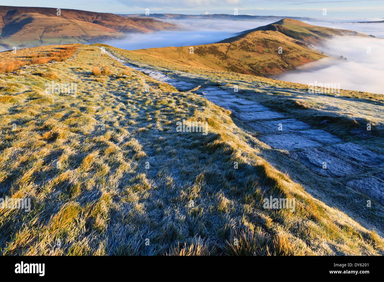 Fog and frost, Edale and Hope Valleys, Great Ridge Hollins Cross and Mam Tor, Peak District National Park, Derbyshire, - Stock Image