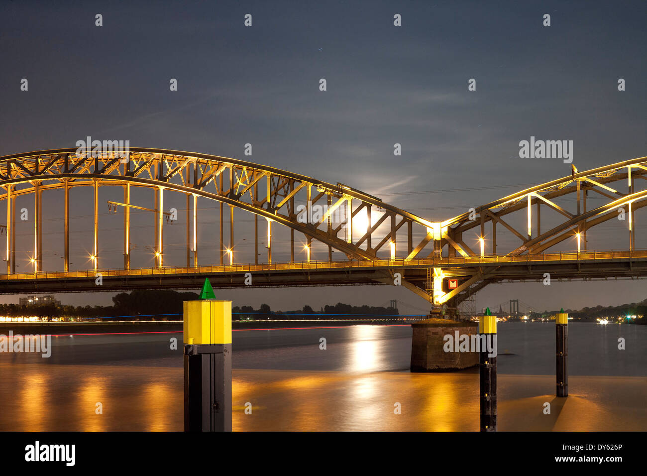 Railway bridge across the river Rhine, Cologne, North Rhine-Westfalia, Germany, Europe - Stock Image