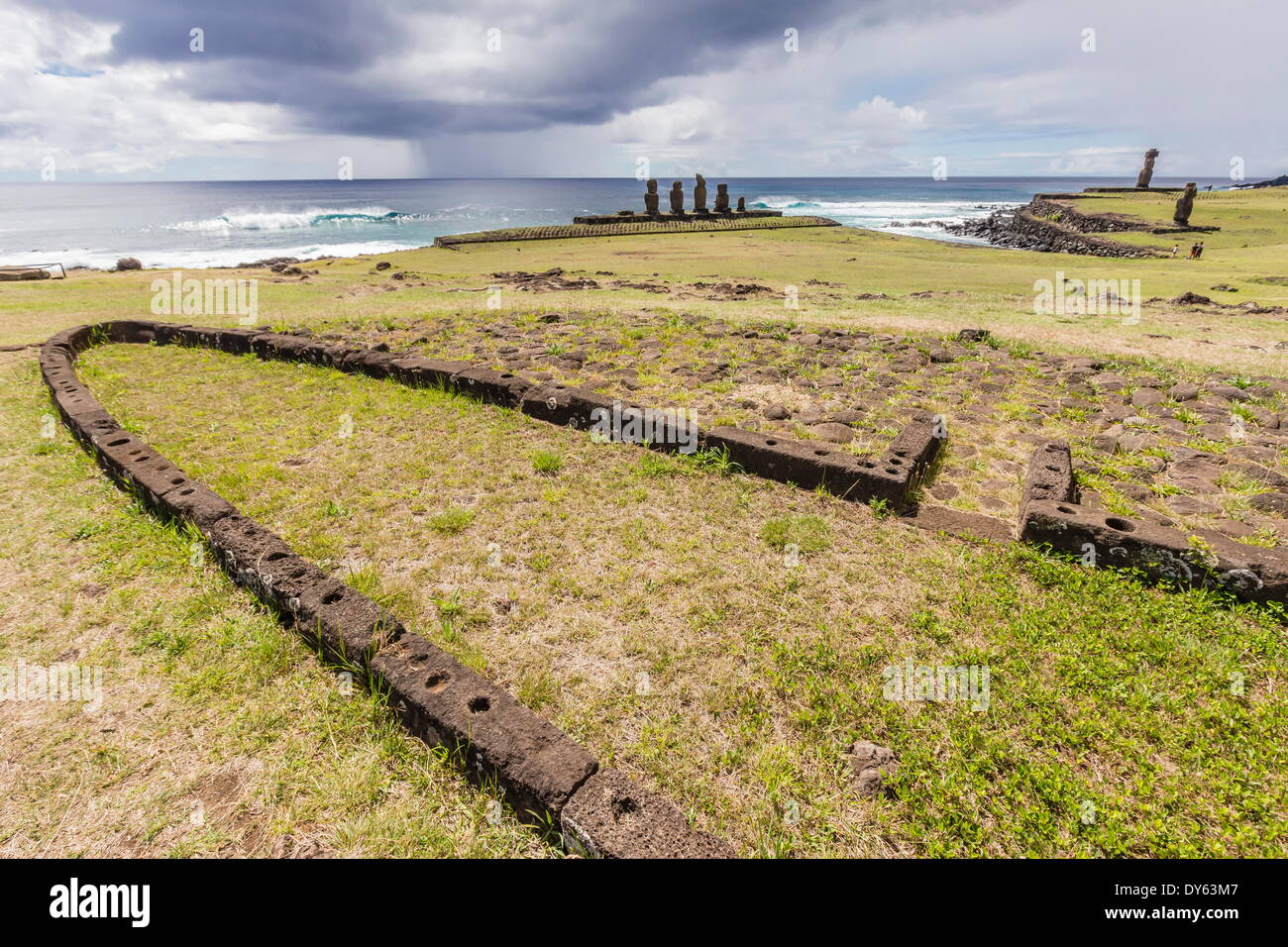 House foundation and sevem moai in the Tahai Archaeological Zone on Easter Island (Rapa Nui), UNESCO Site, Chile - Stock Image