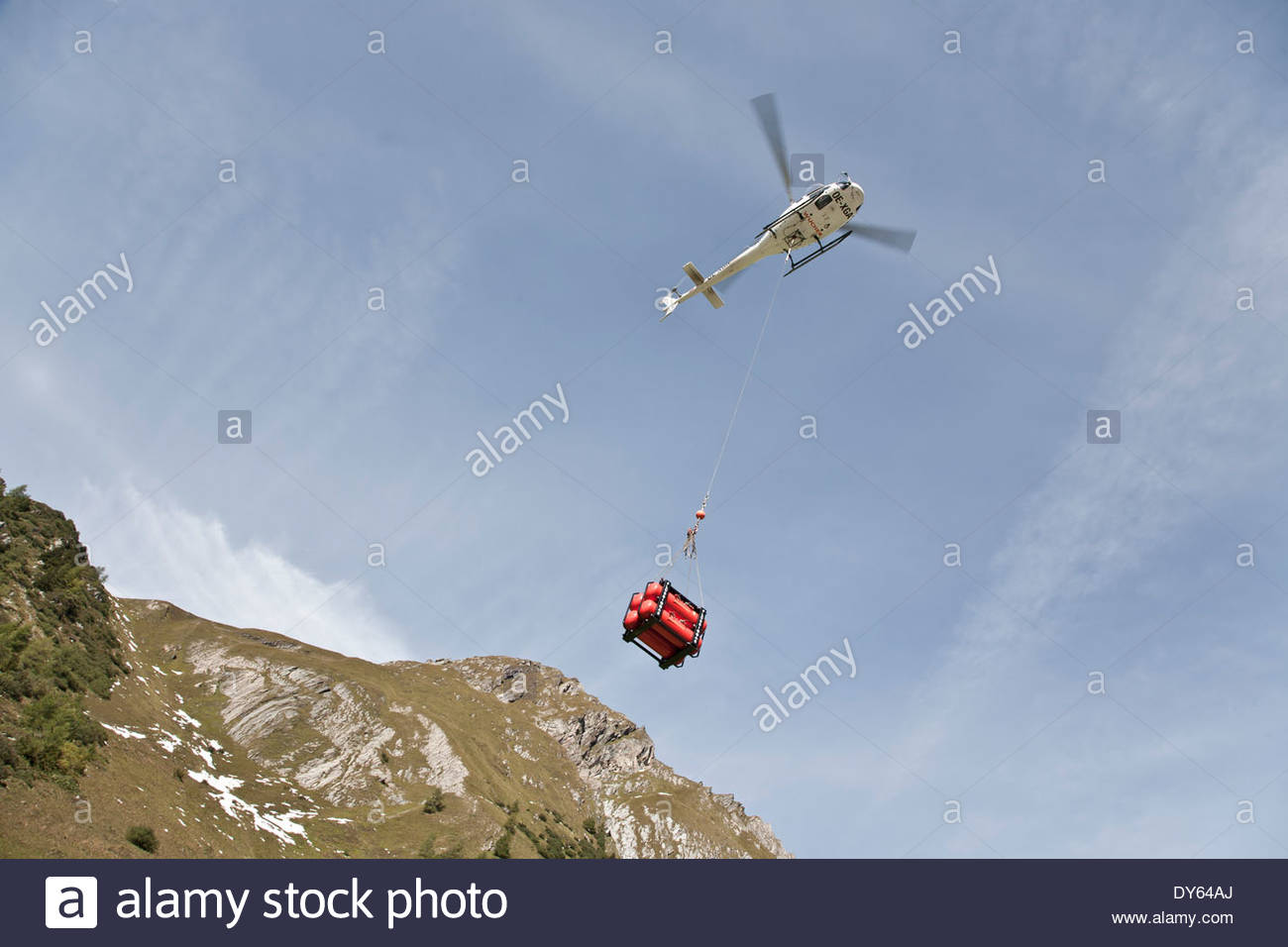 Helicopter flys gas tanks towards the Stuedlhut, supply air, Grossglockner, Karls on the Grossglockner, Hohe Tauern, Austria - Stock Image