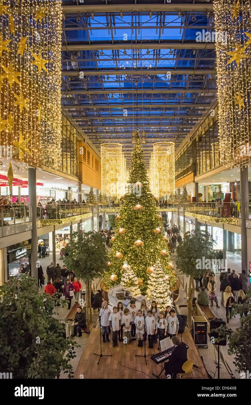 Weihnachtsbeleuchtung Forum.Potsdamer Platz Arcade Stock Photos Potsdamer Platz Arcade Stock
