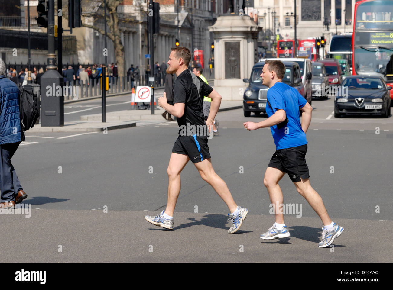London, England, UK. Joggers in Whitehall - Stock Image