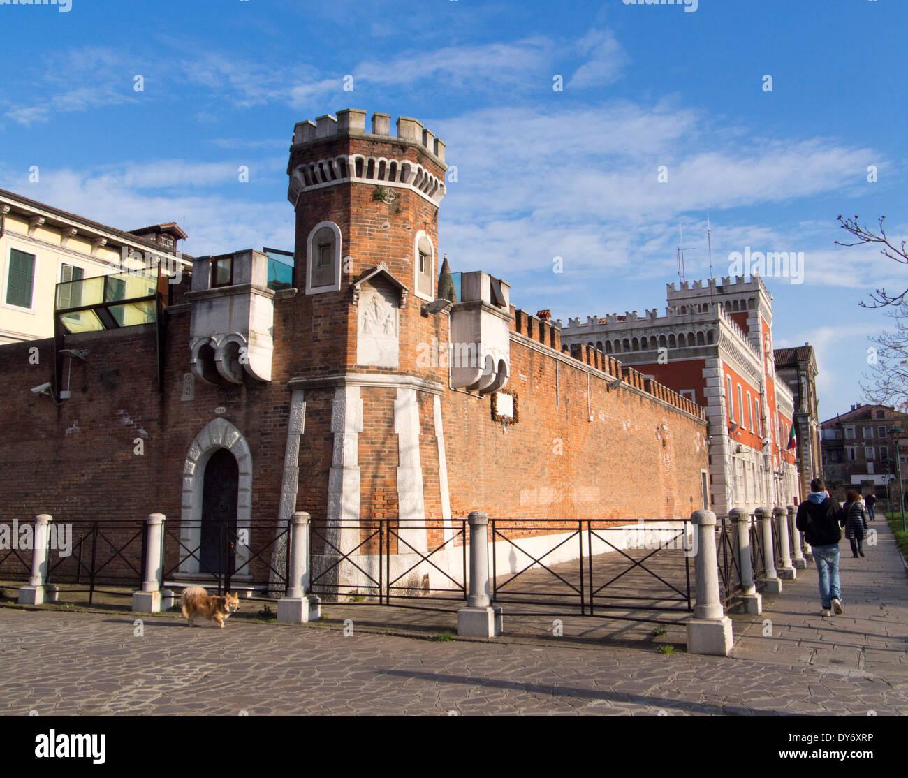 Men 39 s prison casa circondariale fondamenta santa maria maggiore stock photo 68379578 alamy - Fondamenta casa ...