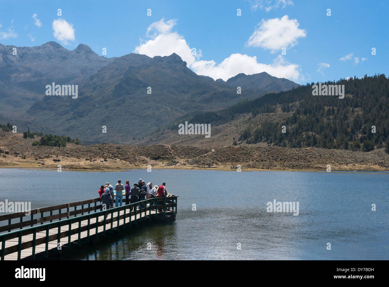 Tourists watching mountain and lake, Sierra Nevada National Park, Venezuela - Stock Image
