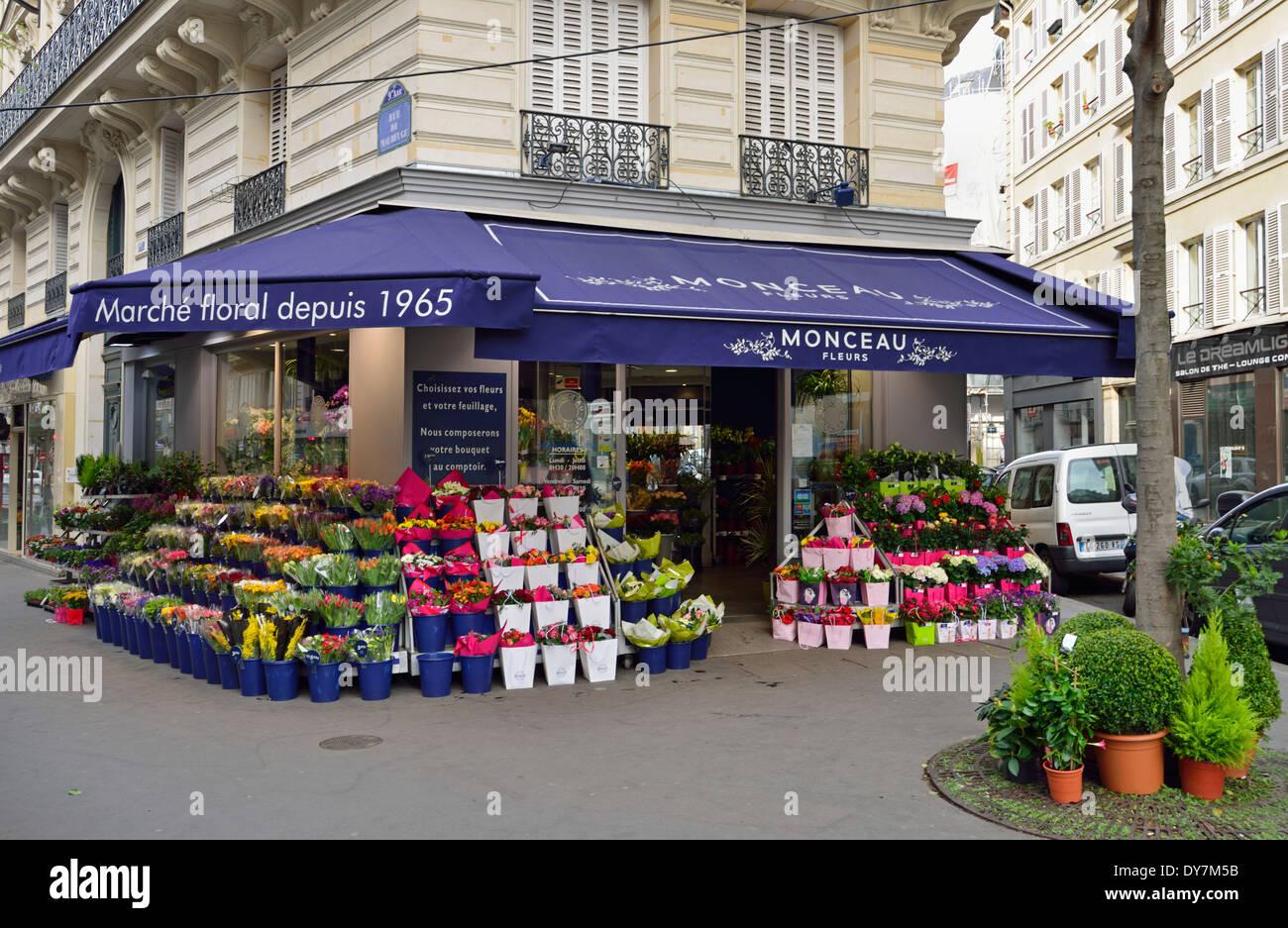 Flower shop, 9th Arrondissement, Paris, France - Stock Image