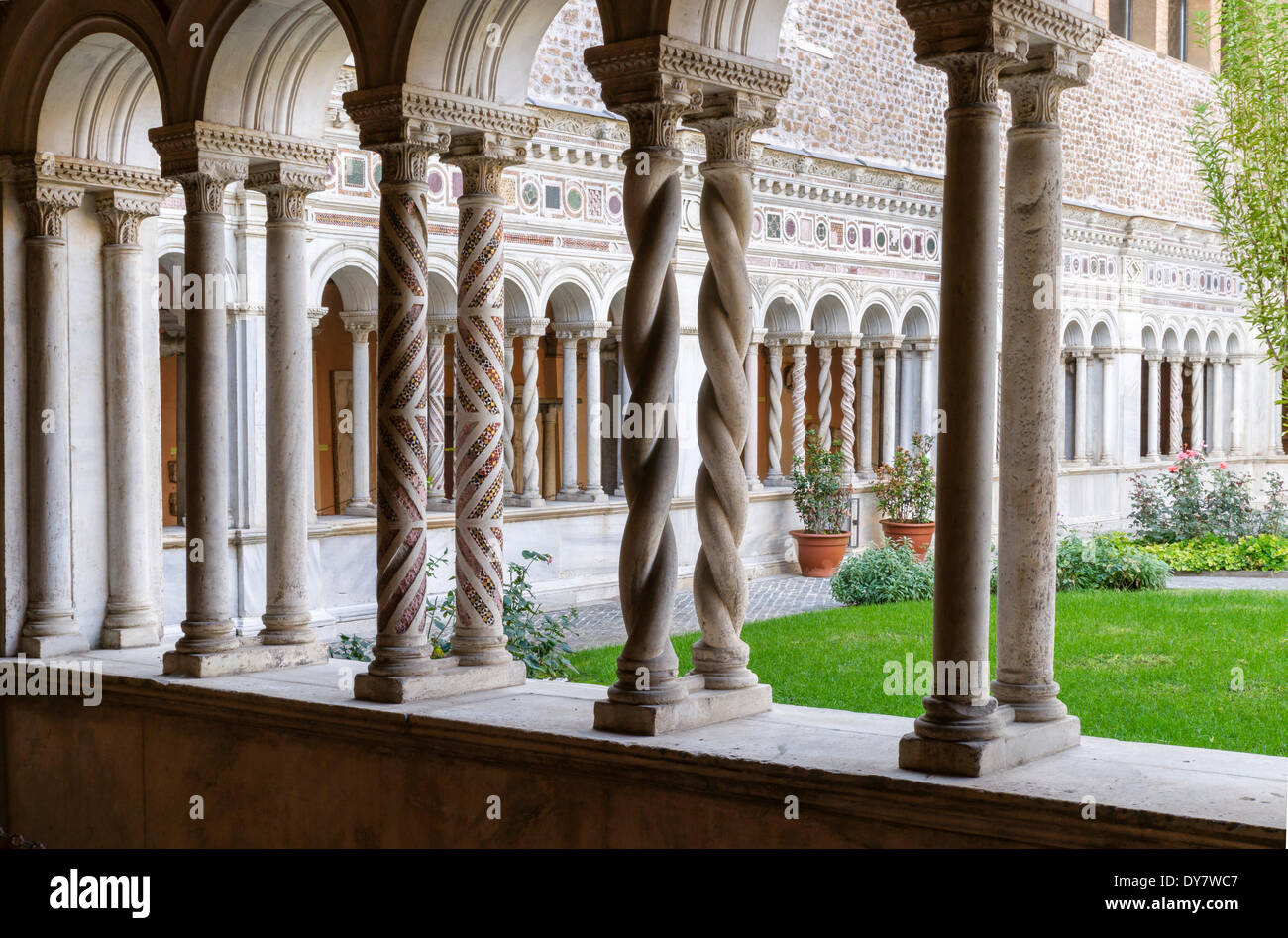 Cosmatesque ornaments, masterpiece by marble artist Vassalletto, cloister of the Basilica of St. John Lateran - Stock Image