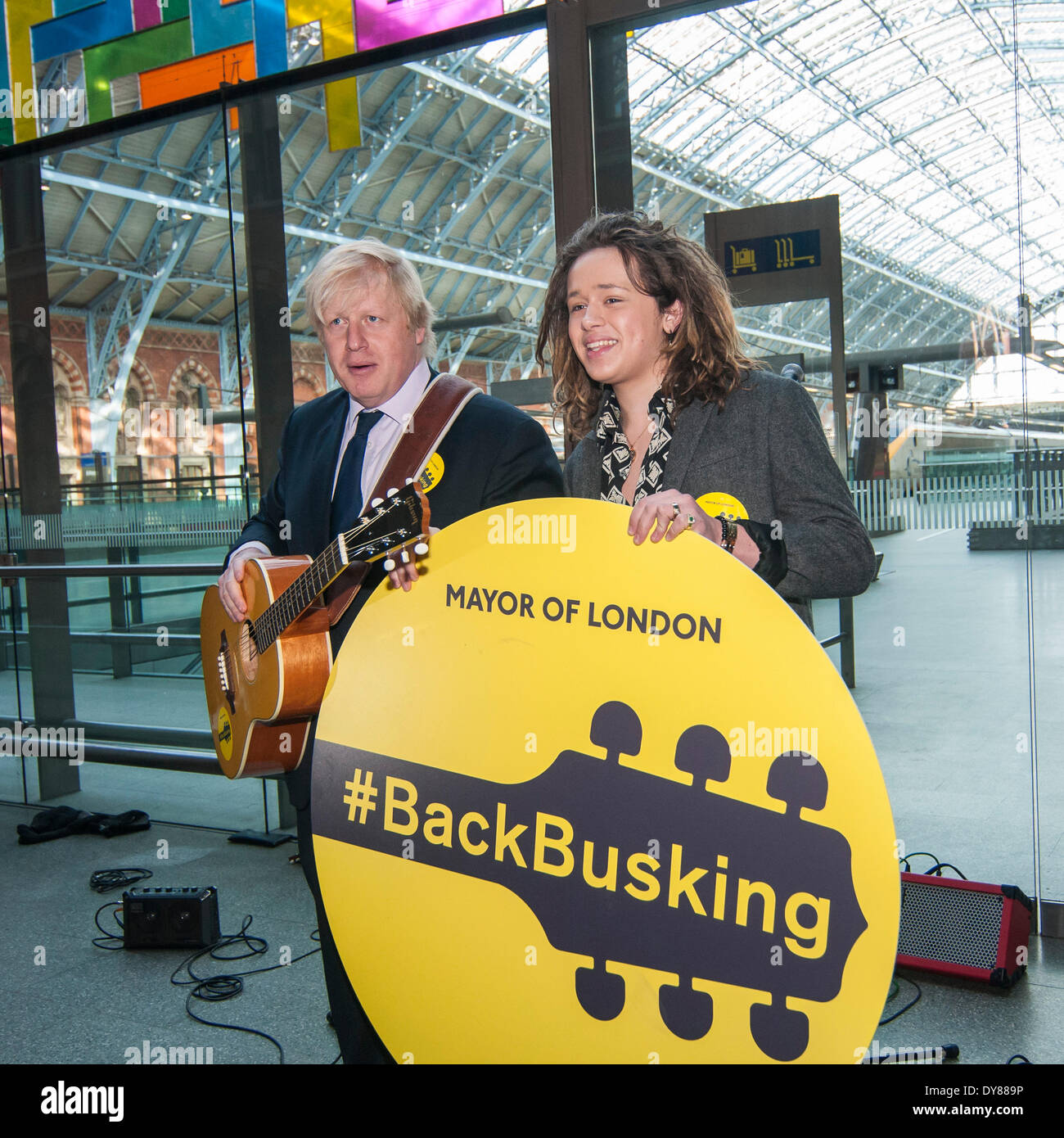 St. Pancras International station, London, 9 April 2014.  Boris Johnson, Mayor of  London, announces the Gigs busking competition 2014 and launches the #BackBusking campaign to nurture the capital's street musicians.  Pictured, the Mayor of London and rising pop star, Luke Friend. Credit:  Stephen Chung/Alamy Live News - Stock Image