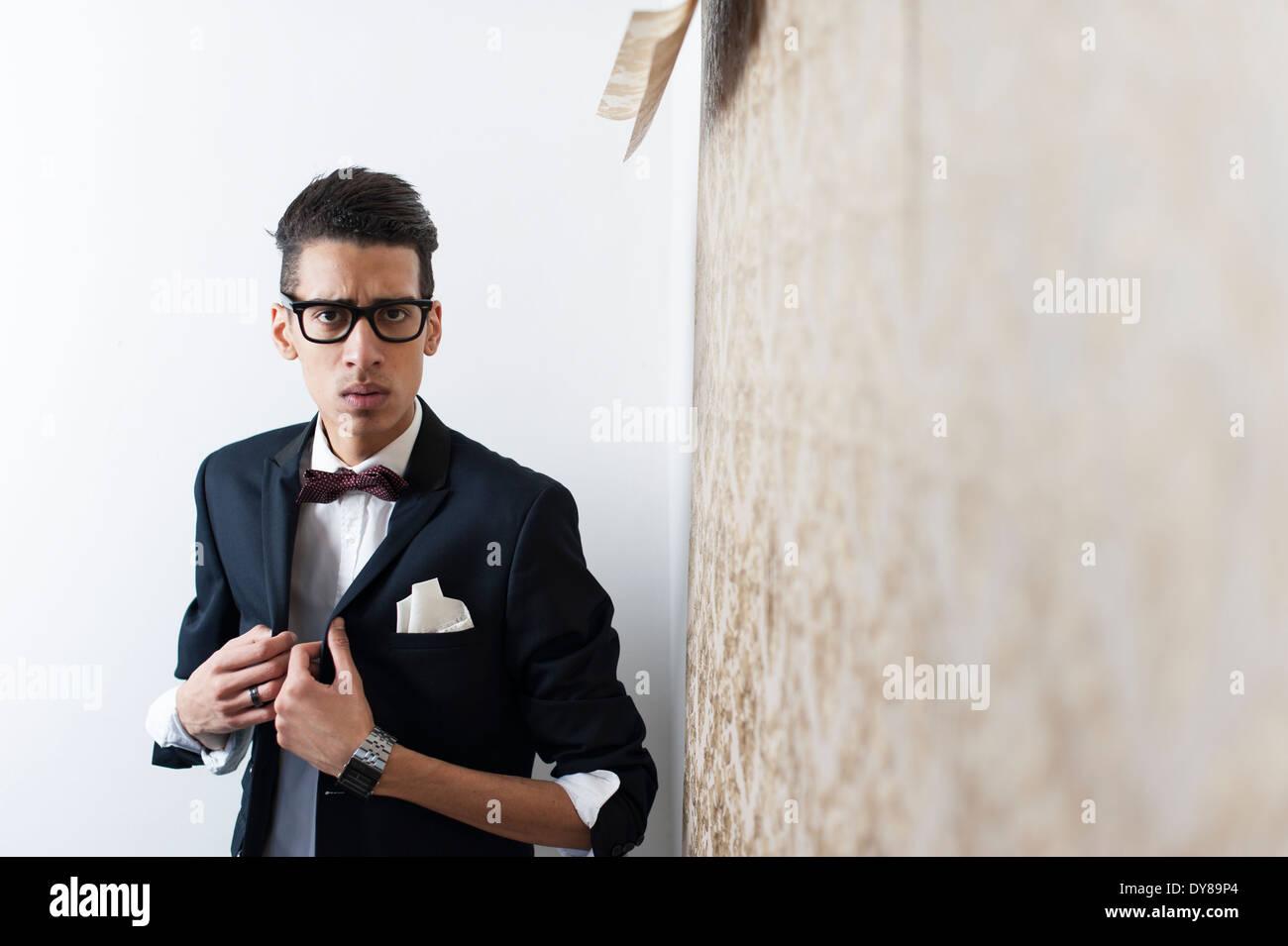 Young man wearing suit and glasses - Stock Image