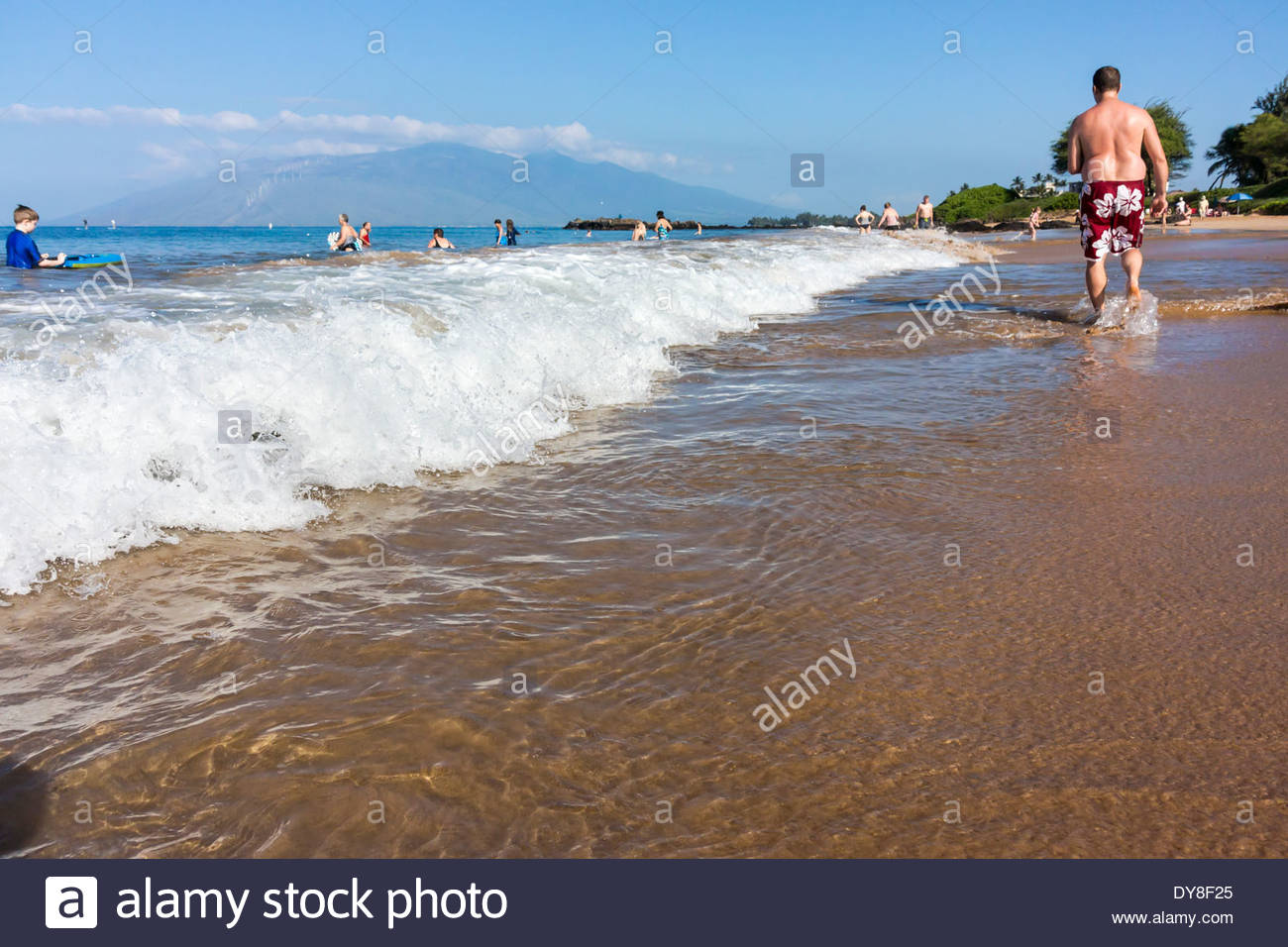 Surf crashing on to Kamaole Beach at Kihei on the island of Maui in the state of Hawaii USA - Stock Image