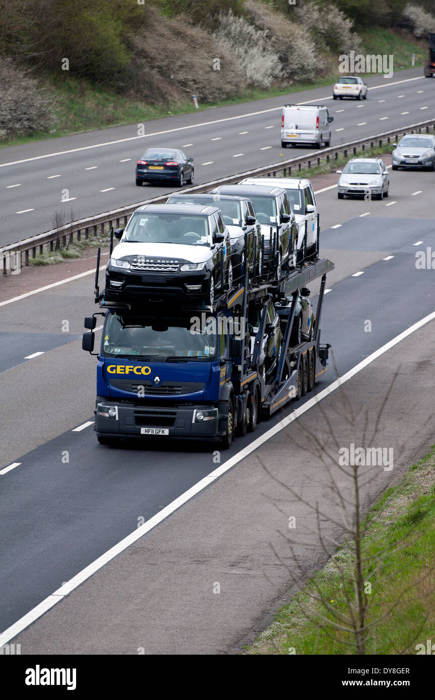 Renault Transporter Gefco With New Land Rover Cars M40