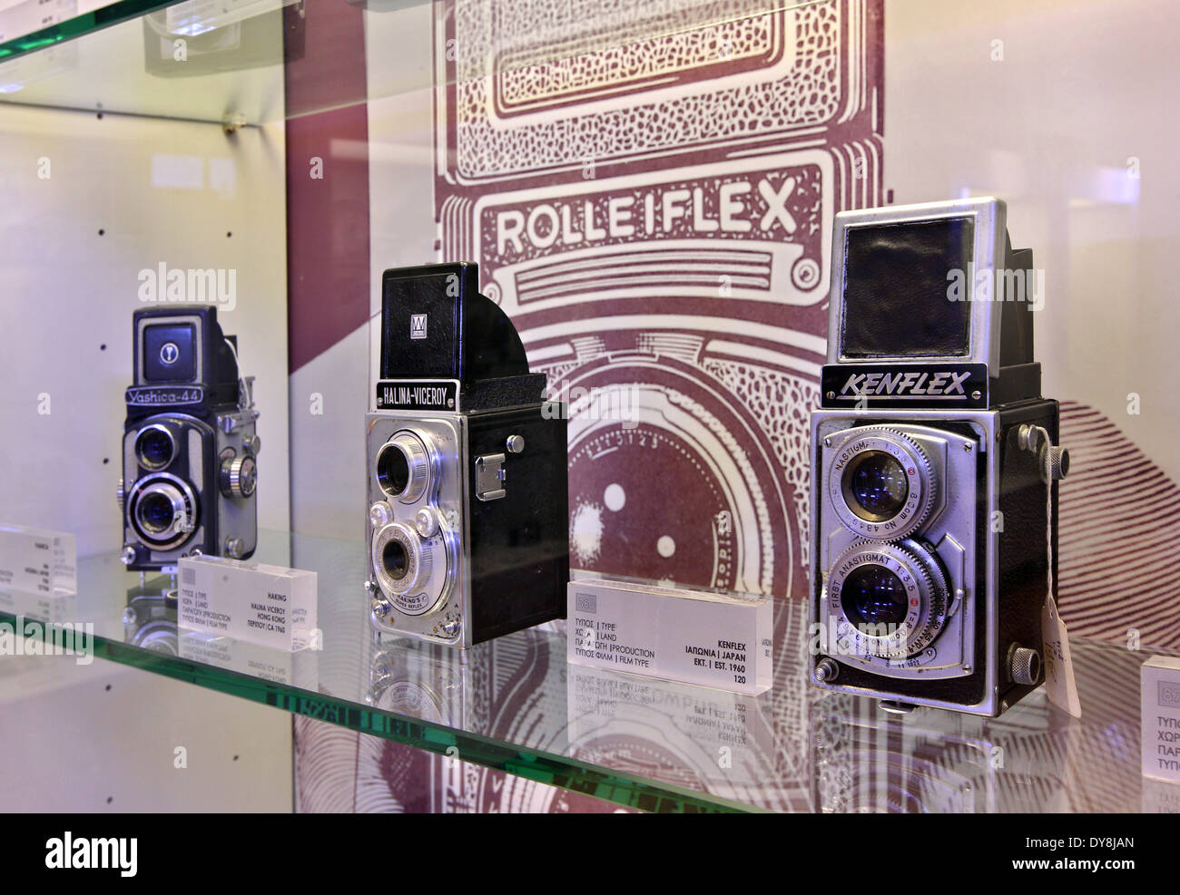 (Very) old photographic cameras in the 'Camera Museum-Takis Aivalis' in Mystras village, Lakonia, Peloponnese, Greece. - Stock Image