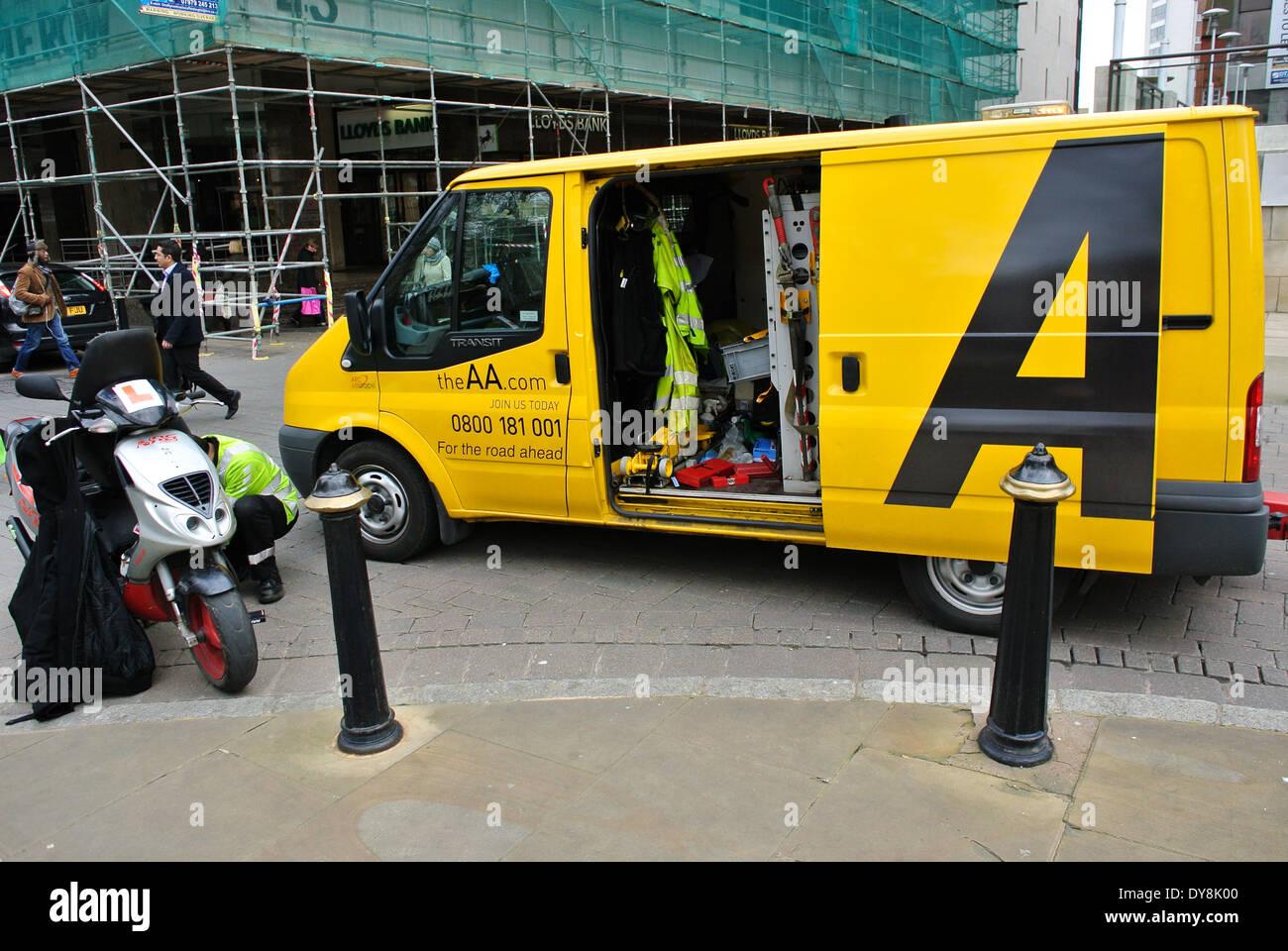 AA breakdown vehicle emergency service - Stock Image
