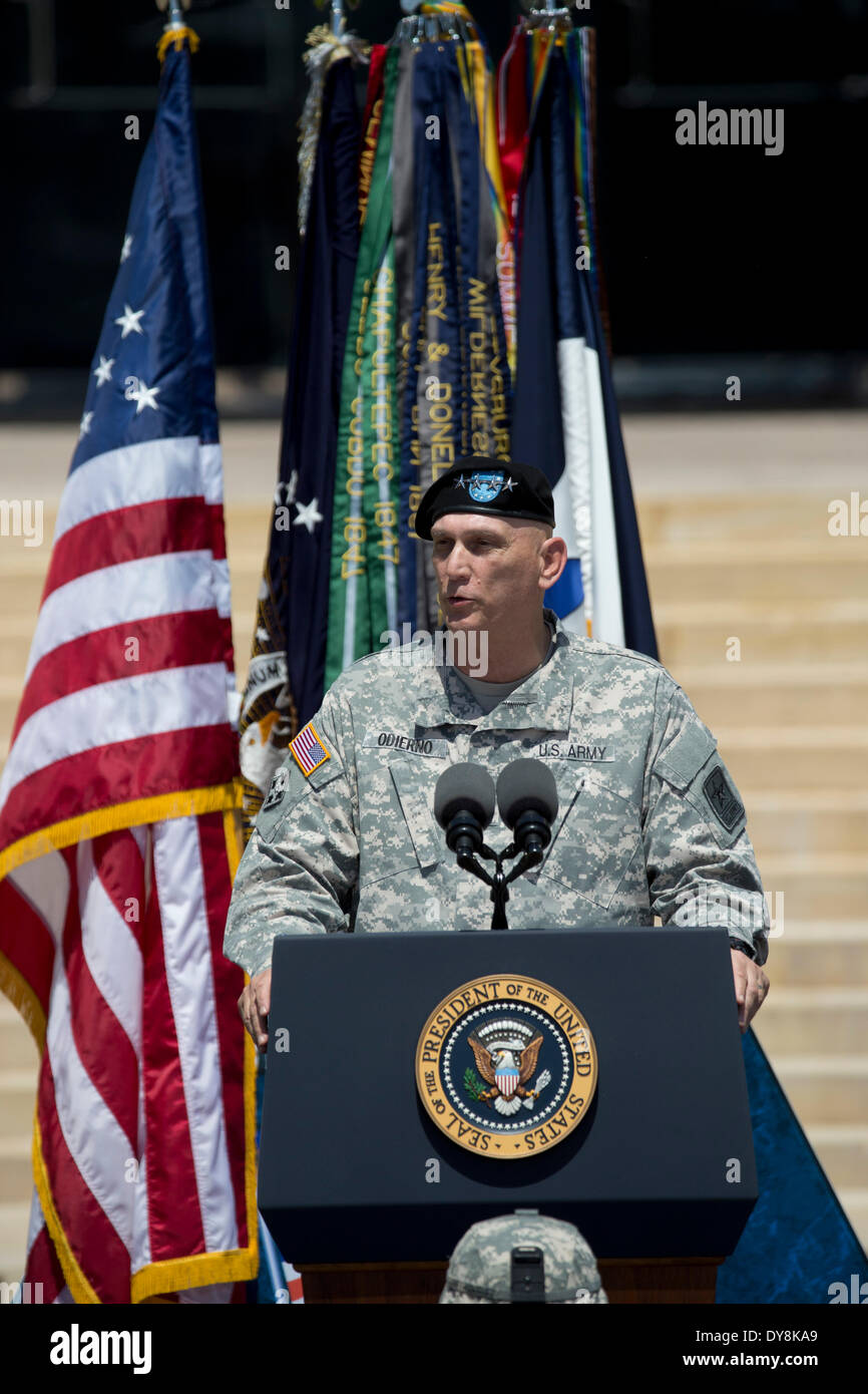 U.S. Army Chief of Staff General Raymond T. Odierno at memorial service for 3 soldiers killed in shooting at Fort Stock Photo