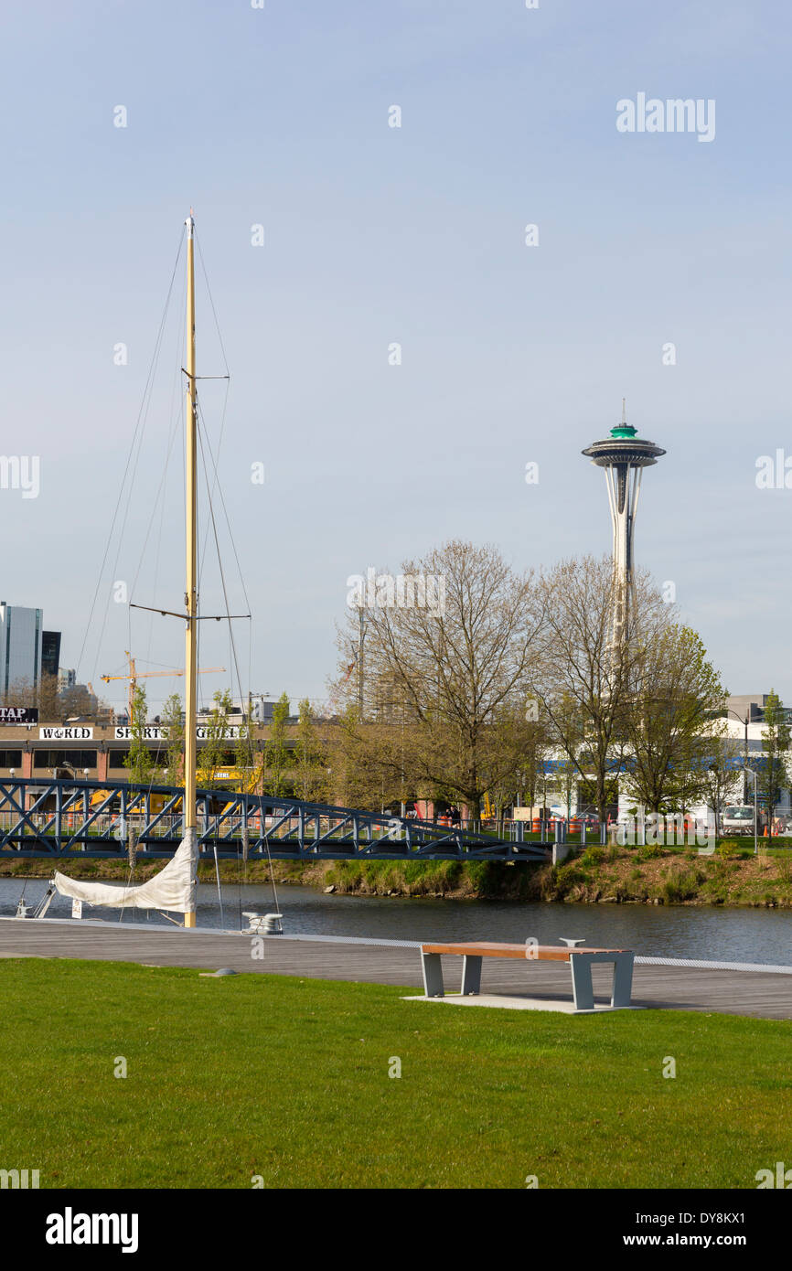 USA, Washington, Seattle, South Lake Union Park, View of the Space Needle. - Stock Image