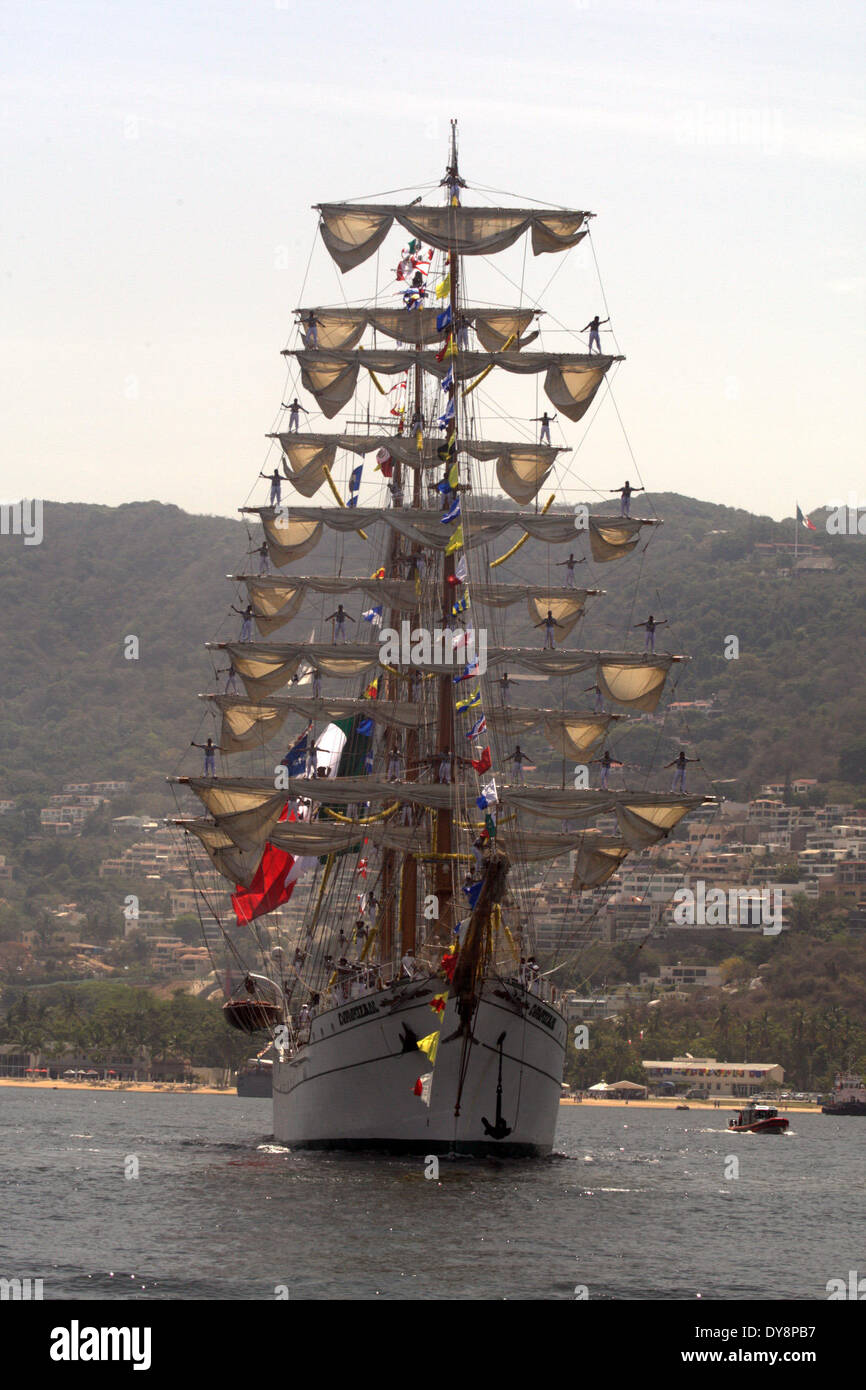 Acapulco Mexico 9th Apr 2014 The Cuauhtemoc School Ship Leaves