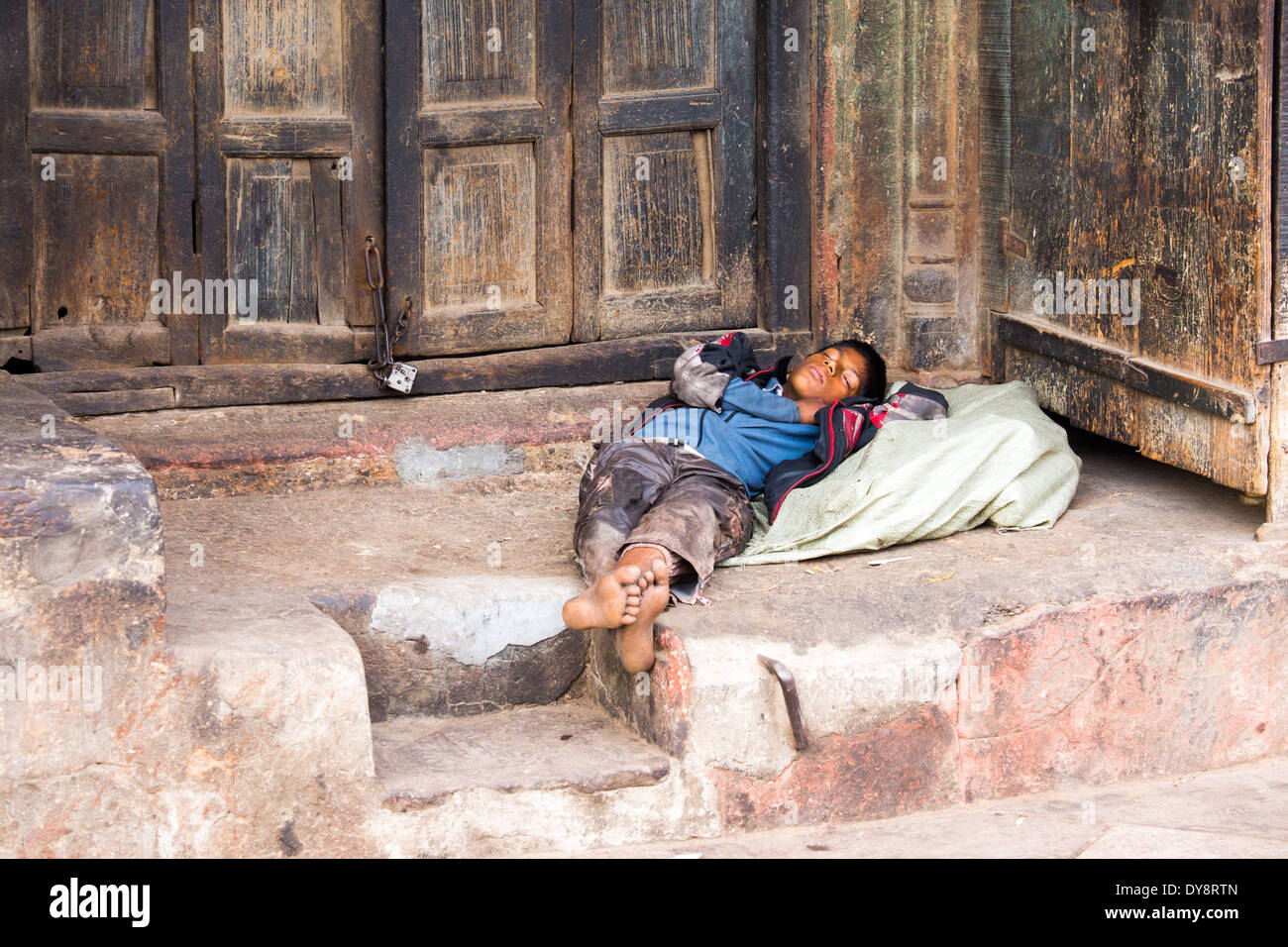 Homeless boy in Old Delhi, India - Stock Image